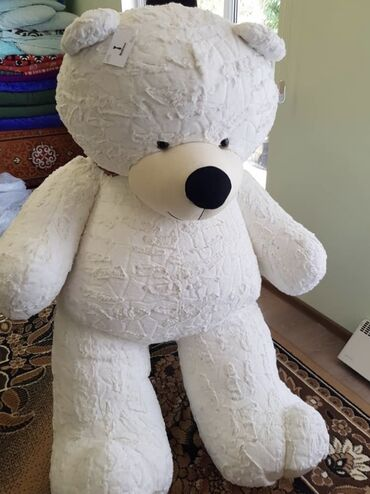 Продаётся белая 1,5 метровая новая мишка в упаковке фирмы Bearman
