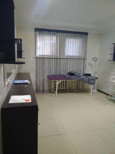 Стол в аренду - Кыргызстан: Сдам в аренду помещения по офис. 18 квадратных метров. Есть стол и