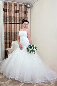 свадебное украшения в Кыргызстан: Свадебное платье на прокат продажа фата+украшения бесплатно