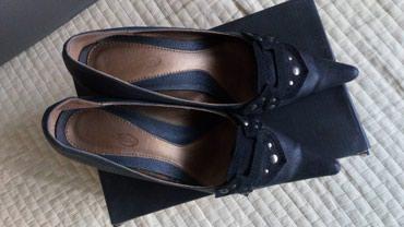 Cipele sa punom petom,br. 38,u odličnom stanju,vrlo udobne. Visina - Novi Sad