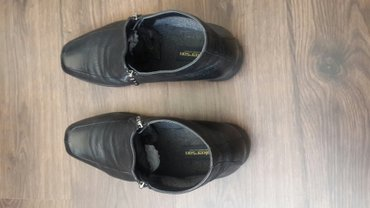 Ботинки деми 43р, чистая кожа 100%. 2раза носили. состояние как новое. в Бишкек