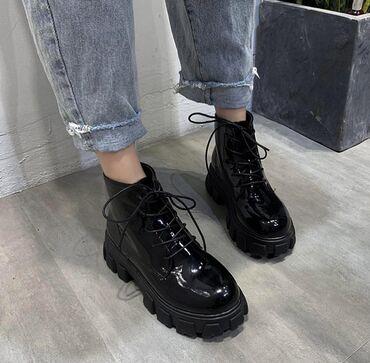 Ботинки новые Деми лакированные, размер 35, форма трактор. Находимся в