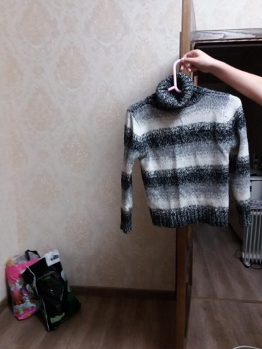 Продаю женскую теплую кофту в Бишкек