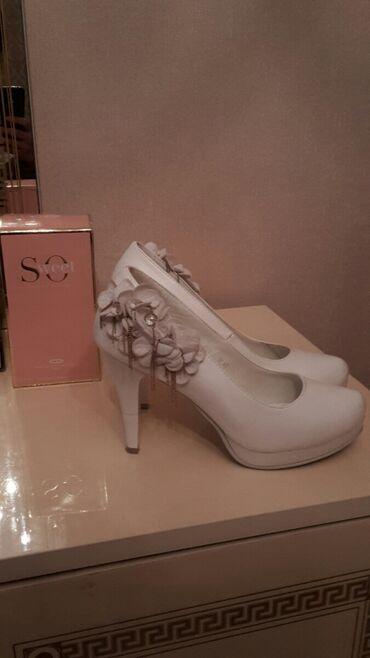 Продаю свадебные белые удобные туфли, состояние хорошее,носила 2 раза