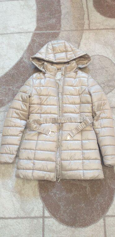Куртака зимняя в хорошем состоянии. Девчки 11-13 лет. Капюшон