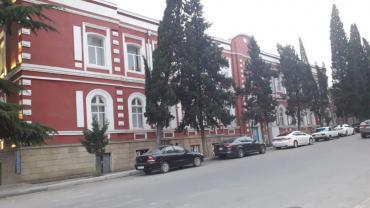 abyekt - Azərbaycan: Gencede merkezinde 11 sotun icinde 3 mertebeli abyekt satilir raz