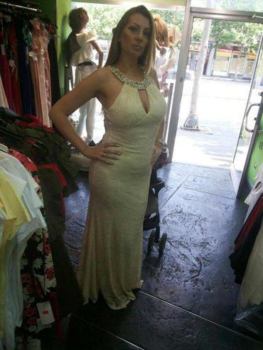 Na prodaju haljina,placena 8. 000,obucena samo jednom,univerzalna veli - Beograd