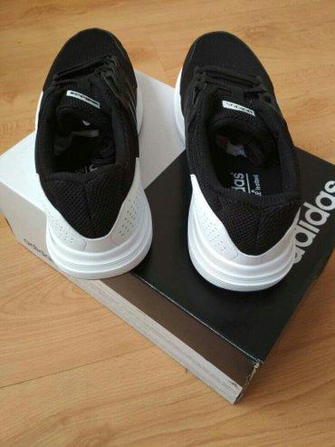 Кроссовки adidas оригинал 41размер. все вопросы в Бишкек