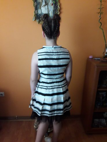 Svasta haljina - Srbija: Haljina kao nova obucena 2 puta. Kvalitetna vel s. Til moze da se
