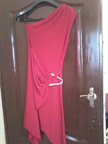 продаю  красное платье. вечернее. размер 44-46. современное. цена 1800 в Бишкек