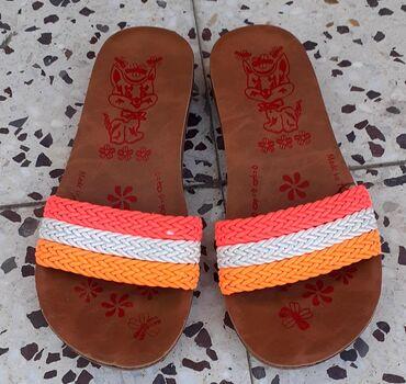 Dečije Cipele i Čizme   Kula: Ocuvane decije papuce, bez ostecenja,veoma lagane. Broj 34. Made in