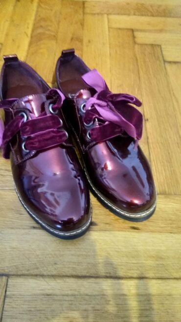 Nove cipele br 38 broj nam neodgovara plaćene su 4950 nisu nošene sem