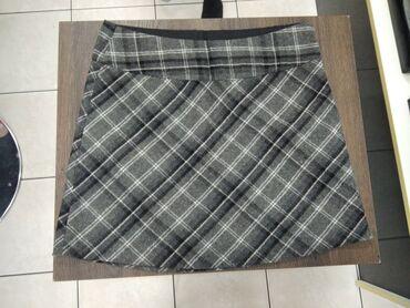 Nova suknjica Nosena svega 2-3 puta u odlicnom stanju.Za bilo kakva