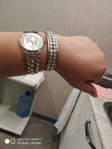 - Azərbaycan: Gümüşü Qadın Qol saatları Swatch