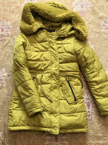 Тёплая качественная непродуваемая зимняя куртка на 7-9 лет. Съемный ме