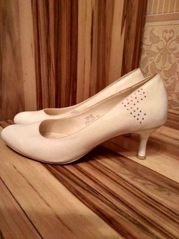 Туфли на маленьком коблуке б/у одевали один раз на свадьбу размер 38 в Бишкек