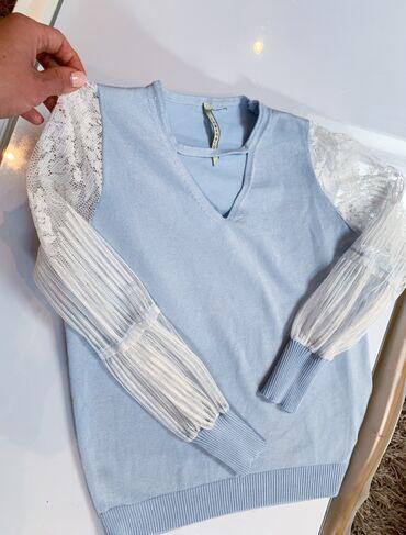 Cipkana bluza - Srbija: Prelepa bluza sa cipkanim rukavima S/M velicina