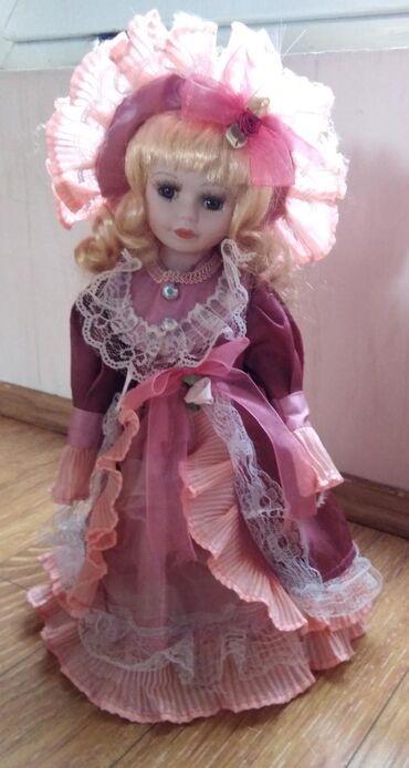Lutka od porcelana sa postoljem, nova
