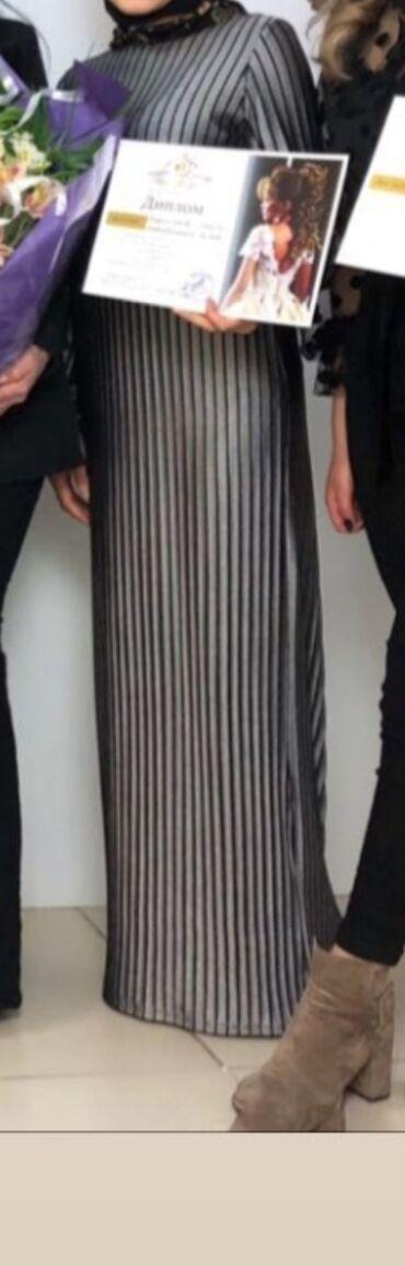 Прямое платье, в хорошем состоянии размер от 42 до 46 ткань тянется)