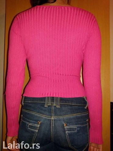 Rozi džemper, pise da je velicina l, ali ja inace nosim s i dobar mi j - Novi Sad