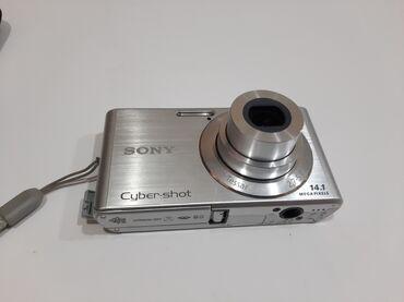 SONY fotoaparat. 14.1 megapiksel. 4GB kartida var. Video cekilisde
