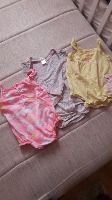 Dečija odeća i obuća - Lebane: Carter's i H&M bodici 3 koma