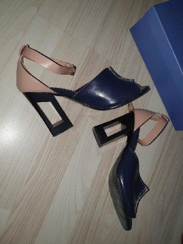 Ženska obuća | Novi Becej: Sandale br. 39 odgovara kalupu 38