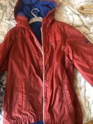 верхняя одежда для мальчиков эрдэнэт в Азербайджан: Продаю куртку-ветровку Benneton. На мальчика 11-13 лет размер 3XL