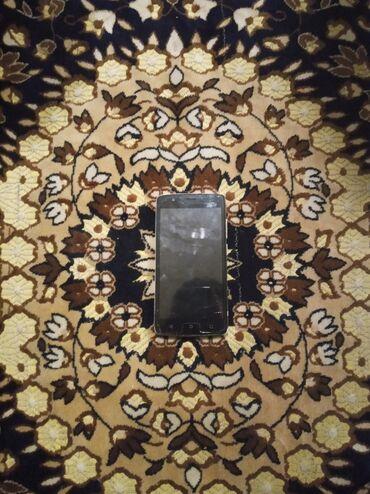 Salam telfon yaxsi veziyyetdedi sadece zaretka az saxlayir oda