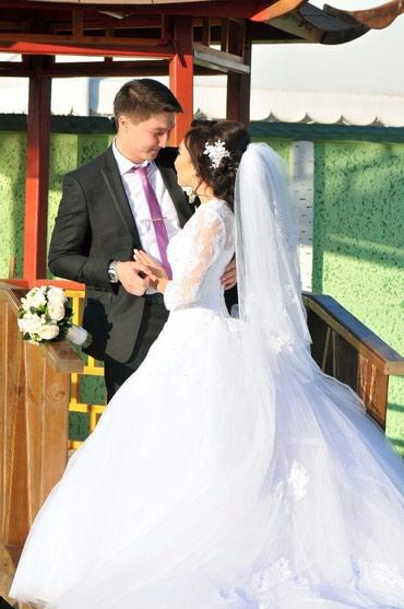 Свадебные платья и аксессуары - Кыргызстан: Продаю свадебное платьеСшито на заказ, надето 1 раз. Цвет белый