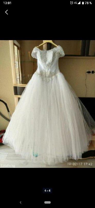 Продаю свадебное платье. Надевалось всего один раз. Покупали платье но
