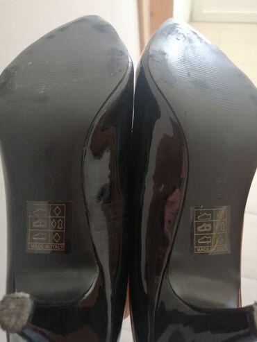 Ženska obuća | Gornji Milanovac: Crne salonke 39 br.Crne lakovane salonke, 39 br, dužina gazišta 25 cm