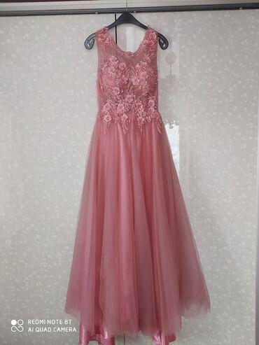 Платье в отличном состоянии, одевали 1 раз, размер S-M 900 сом брали