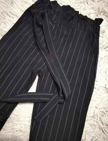 Zenske pantalone na vezivanje Nikad koriscene, u odlicnom