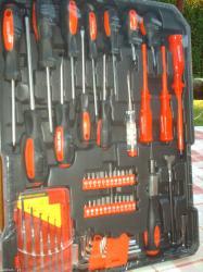 Izuzetno kvalitetna garnitura alata od 187 elemenata  u cvrstom koferu - Subotica
