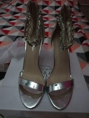Srebrne sandale-broj 38. Nove su, nosene samo jedanom