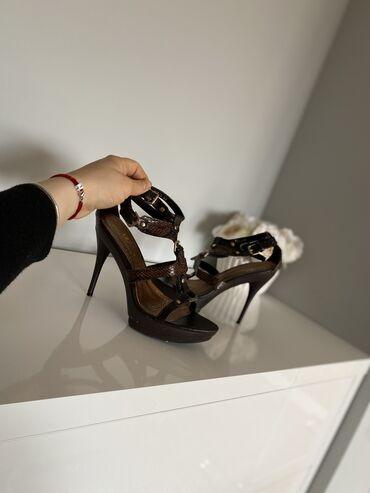Letnje sandale,odlicno stoje na nozi. Izuzetno udobne. U super stanju