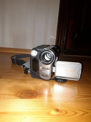 Bakı şəhərində Sony videokamera. az isledilib. microcd kart gedir. her bir seyi saz