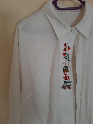 Bela kosulja sa - Srbija: Etno zenska kosulja vel XXL. Sa cvetovima, bele boje. Duzi kroj