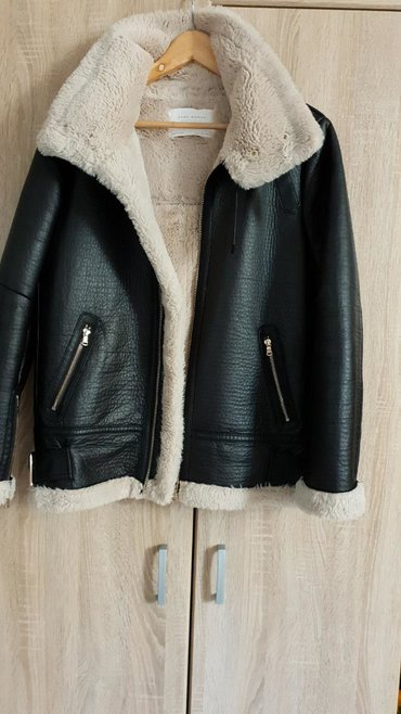 Flo-clo-jakna-placena-e - Srbija: Zara zenska jakna, POTPUNO NOVA, ni put obucena, oblozena krznom