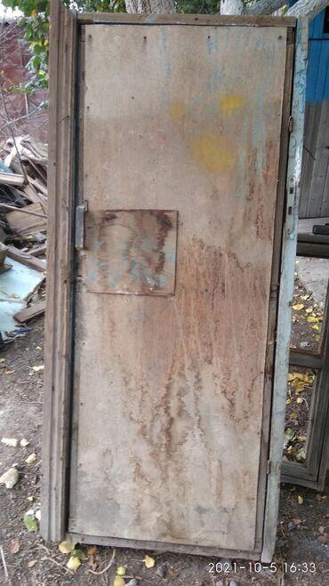 Дверь с коробкойНа двери забита ДВПЦена 1000сом б/уВысота