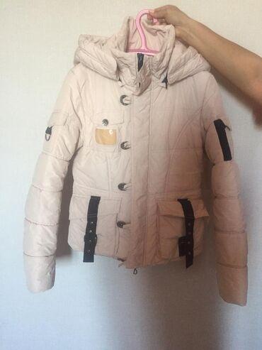 Куртки - Бежевый - Бишкек: СРОЧНО!!!  Продаётся зимняя куртка  Капюшон снимается