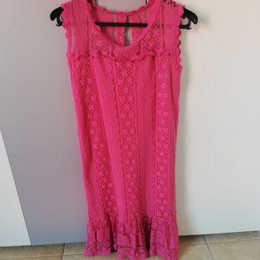 Prodajem čipkastu haljinu, par puta nošena. Pamučna postava i jako