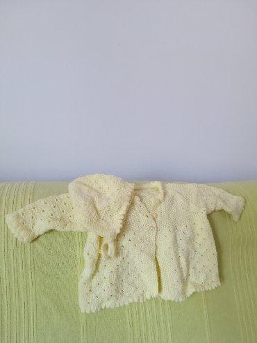 Dečije jakne i kaputi | Vranje: Pleteni žuti džemper u kompletu sa kapicom mnogo sladak za uzrast 2-4