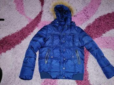 Kozna jakna sa krznom - Srbija: Jakna sa sitnim sljokicama vel L pise, ali odgovara vel M