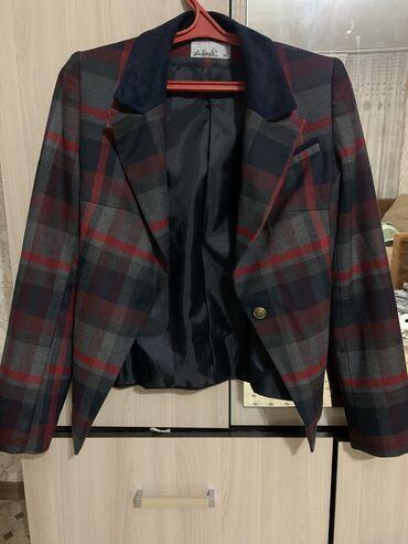 Пиджак очень красивый и стильный 36 - XS размер маломерка. По размеру