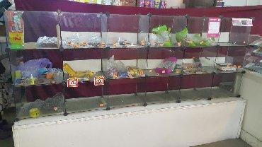 Услуги - Беловодское: Продаю витрину для магазина вместе с подставкой. Размер ячейки ?30