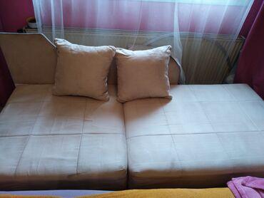 Krevet na rasklapanje sa dva jastučeta, žičanim jezgrom i kutijom za