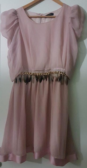 Celyn b haljina nezno roze boje sa providnim blago puf rukavima. Ima - Belgrade