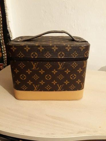 Продаю чемоданчик-косметичку брали дорого продаю 500 сом в Бишкек